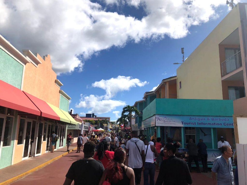 Tripcaraibes à antigua barbuda tourist center