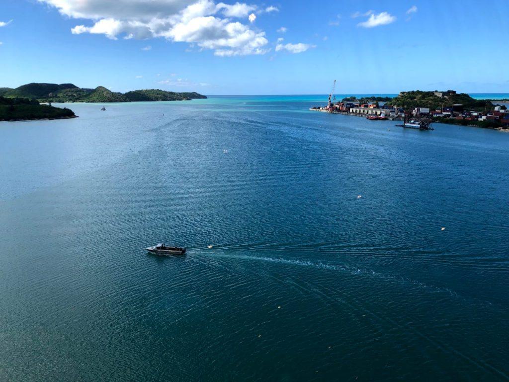 Tripcaraibes à antigua barbuda bateau port