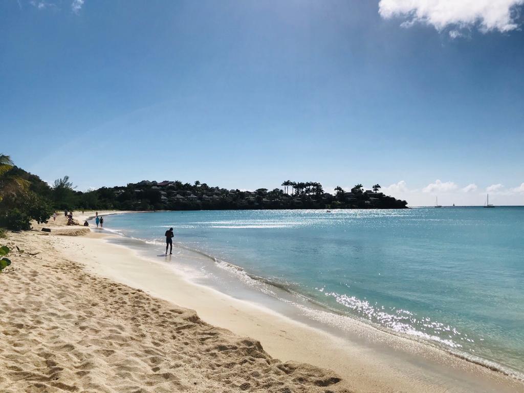 Tripcaraibes à antigua barbuda beach